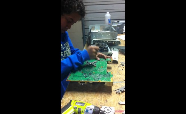 10 Year Old Fixes An Xbox 360 Red Ring Of Death Part 4 Of