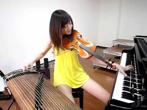 garota-asiática-toca-três-instrumentos-ao-mesmo-tempo-FuteRock