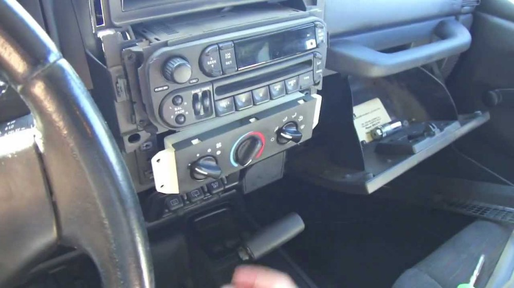 medium resolution of jeep liberty dash speakers also 2005 jeep wrangler radio wiring wiring diagram for you