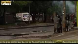 Tanqueta fue incinerada en disturbios en la Universidad de Antioquia