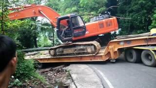Truk trailer pengangkut Excavator tidak kuat menanjak di Gunung Paro - Aceh ( PART 2)