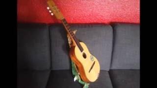 Support à guitare en carton