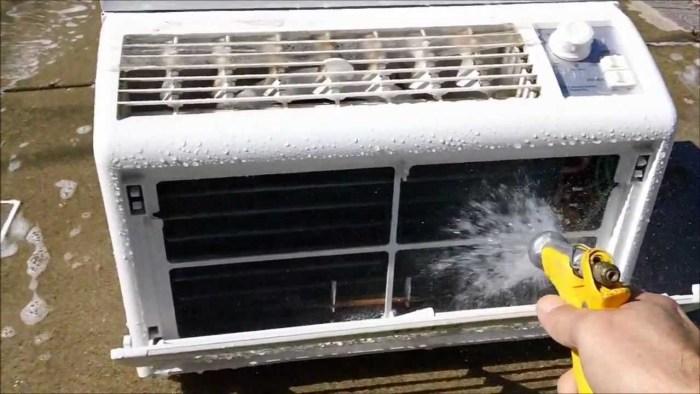 Радиатор нужно периодически очищать от пыли и промывать водой