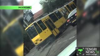 Эксклюзив: Неуправляемый трамвай сносит авто в Алматы