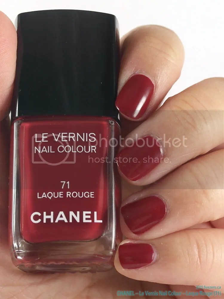 Chanel Le Vernis Nail Colour in Laque Rouge, swatch