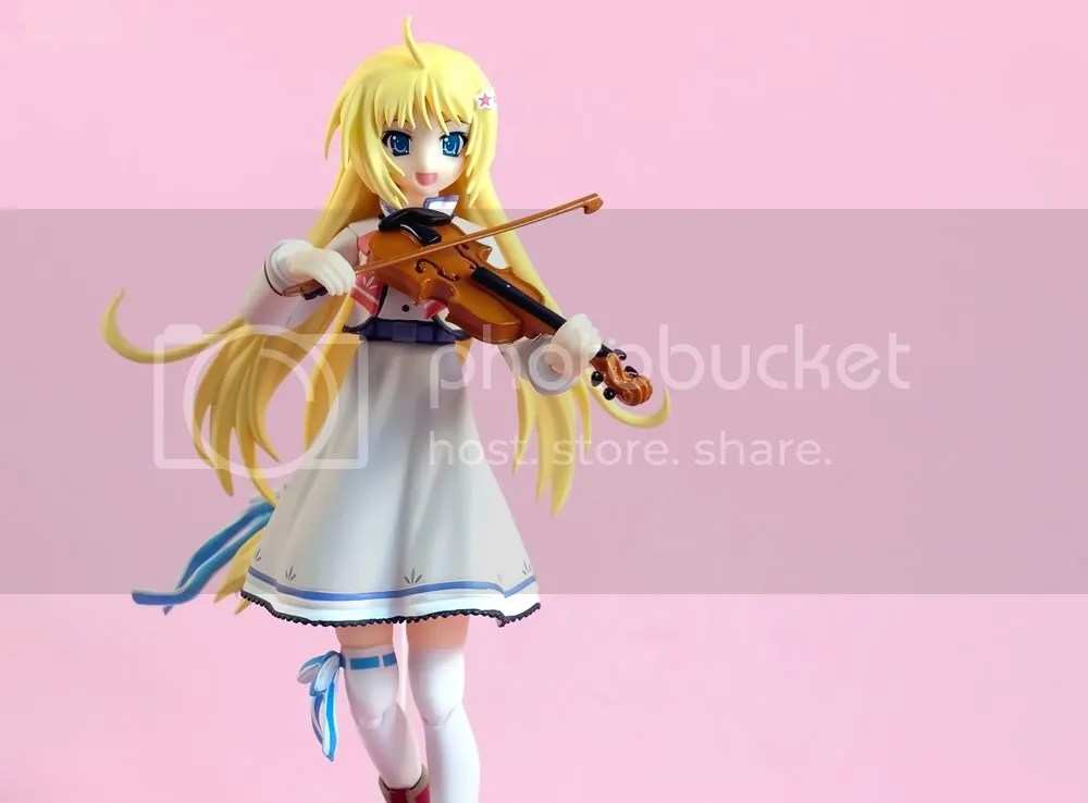 Figma Aya with violin