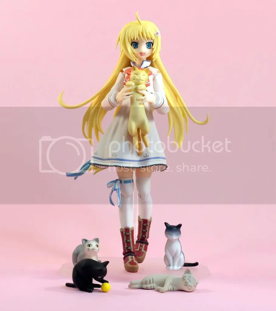 Figma Aya with cats