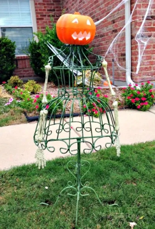 Easy Outdoor Halloween Decor: Little Miss Pumpkin Head | The TipToe Fairy -- An easy DIY outdoor Halloween decoration that will creep your neighbors out!  #halloween #halloweendecoration #halloweenoutdoordecorations