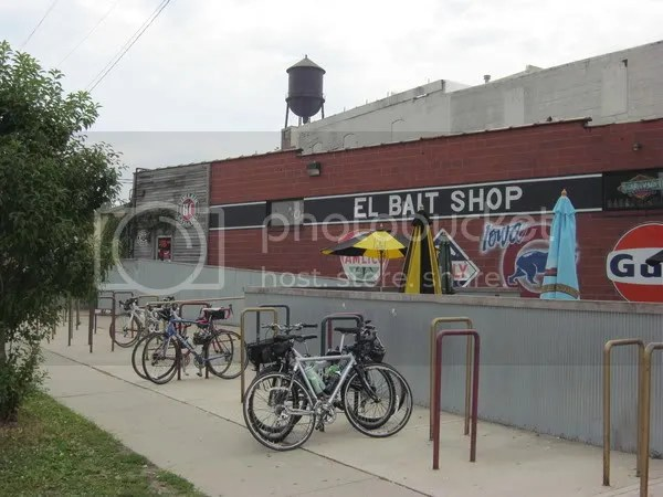 El Bait shop caters to cyclists