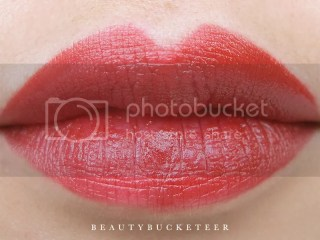 "Rimmel Apocalips / Show Off Matte Lip Velvet ""Burning Lava"""