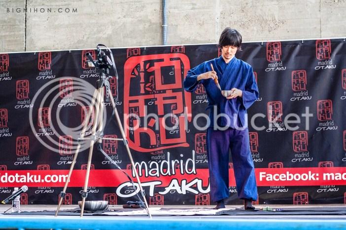 Mitsuru Nagata terminando la obra