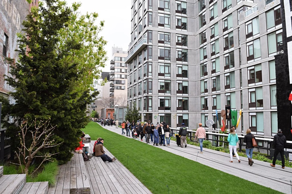 How long does it take to walk the highline?