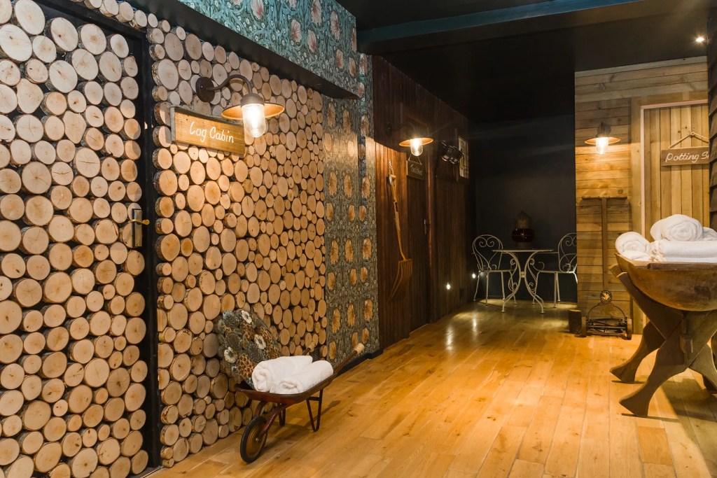 The Log Cabin Privet Body