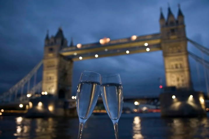 Bateaux London River Thames Boat Cruise Valentine's Day