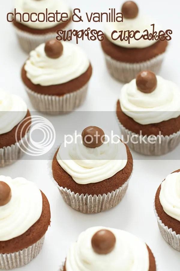 Chocolate - vanilla surprise cupcakes