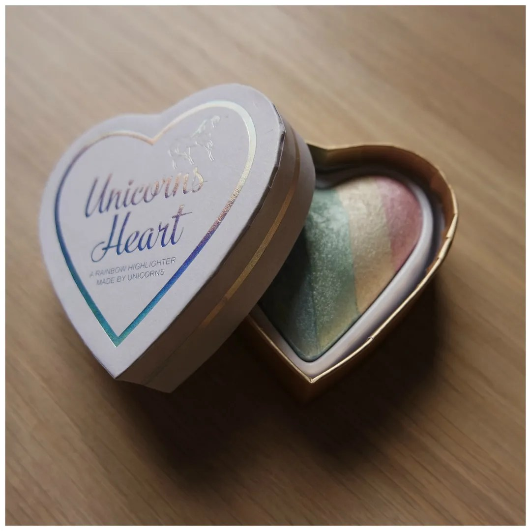 I Heart Make Up Unicorn Hearts Rainbow Highlighter