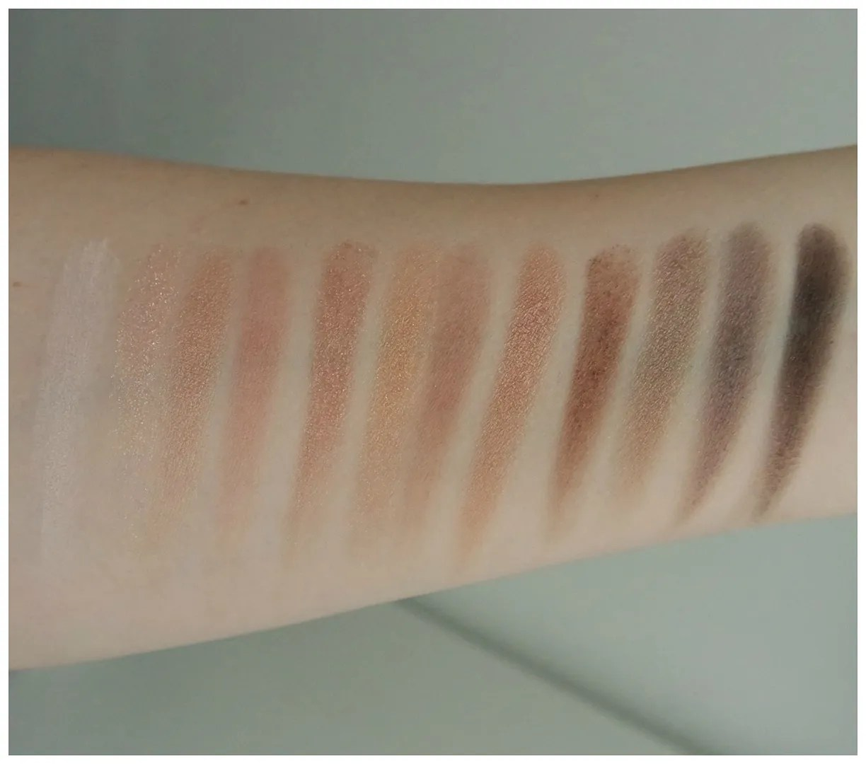 essence winter dreams eyeshadow palette review swatch limited edition