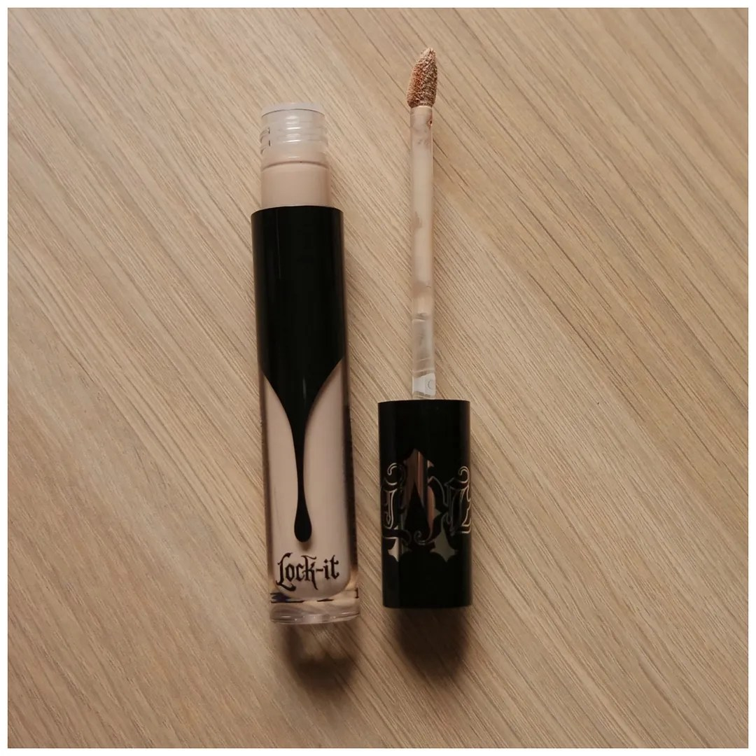 kat von d lock-it concealer crème review swatch light neutral 5 fair skin dry skin dark circles