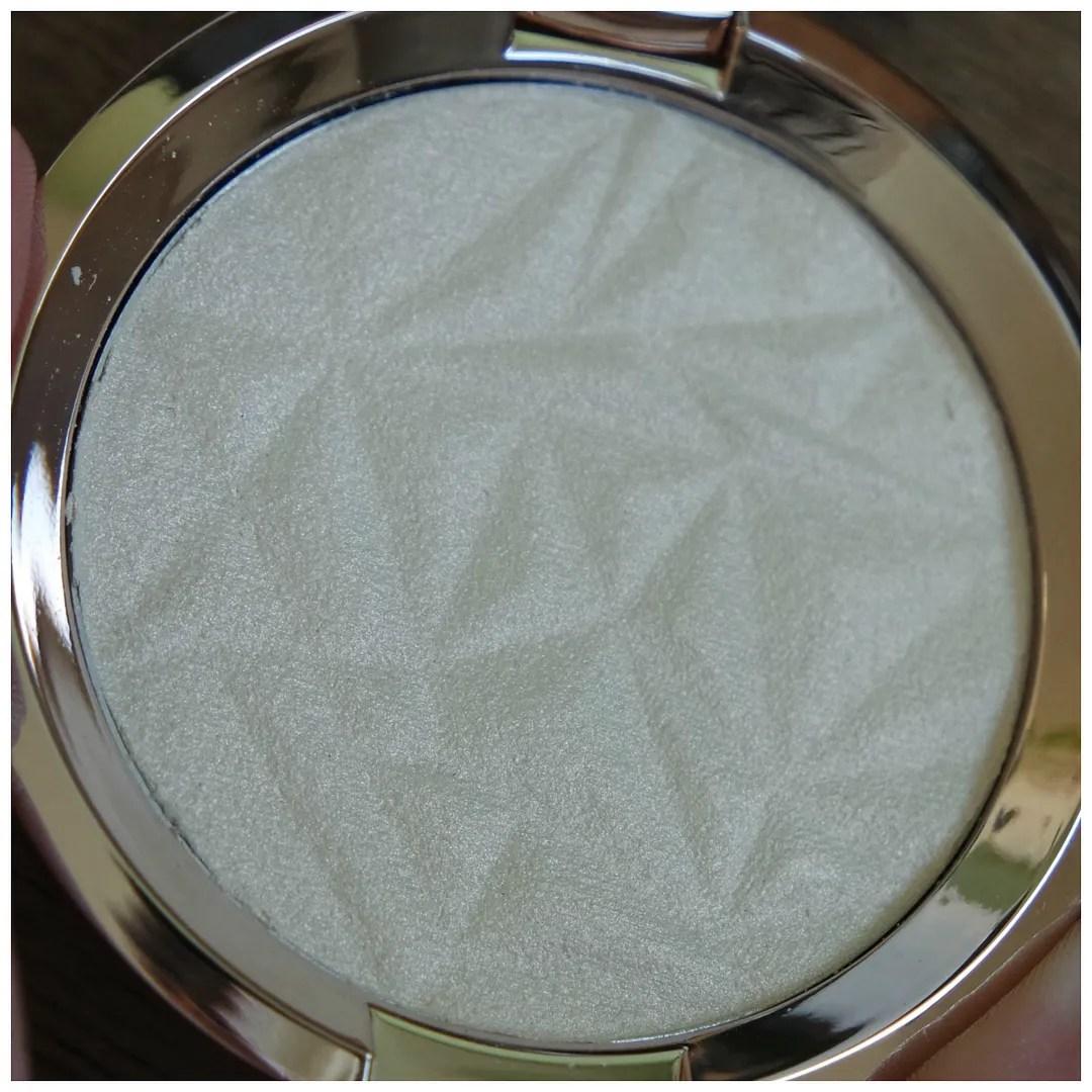 becca skin perfector pressed highlighter review swatch vanilla quartz
