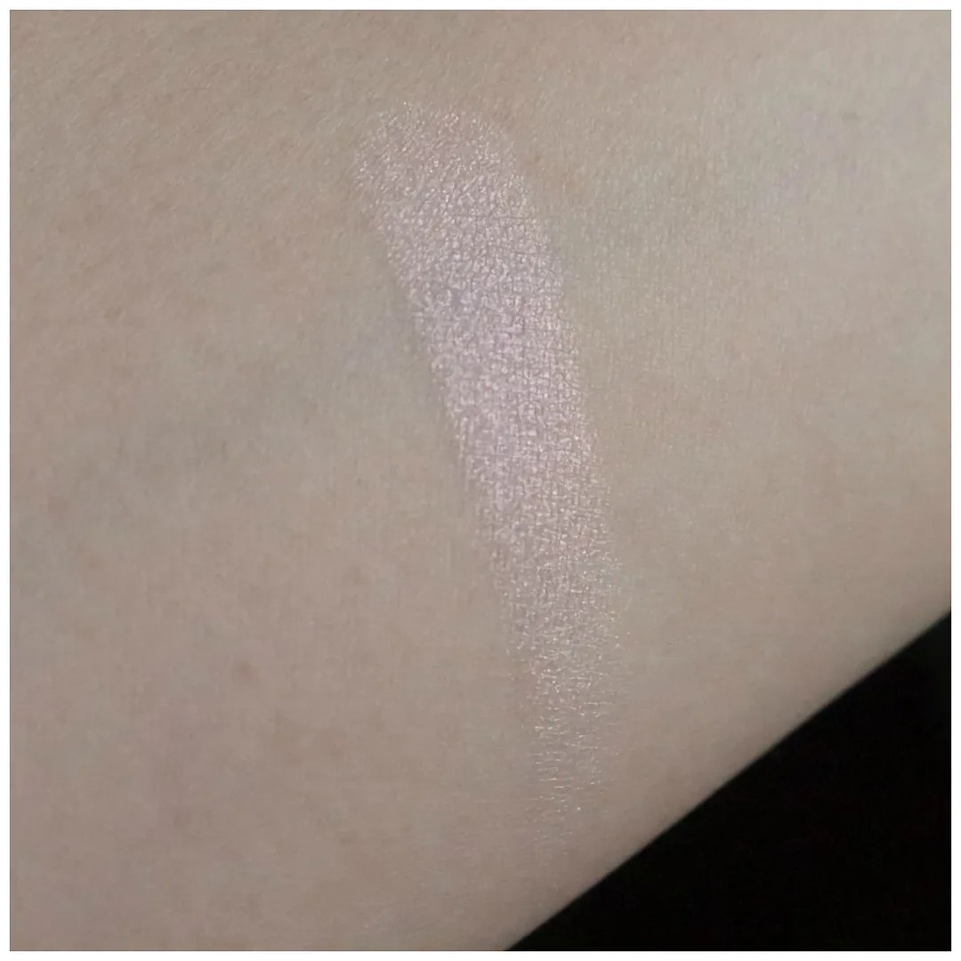 becca prismatic amethyst highlighter review swatch