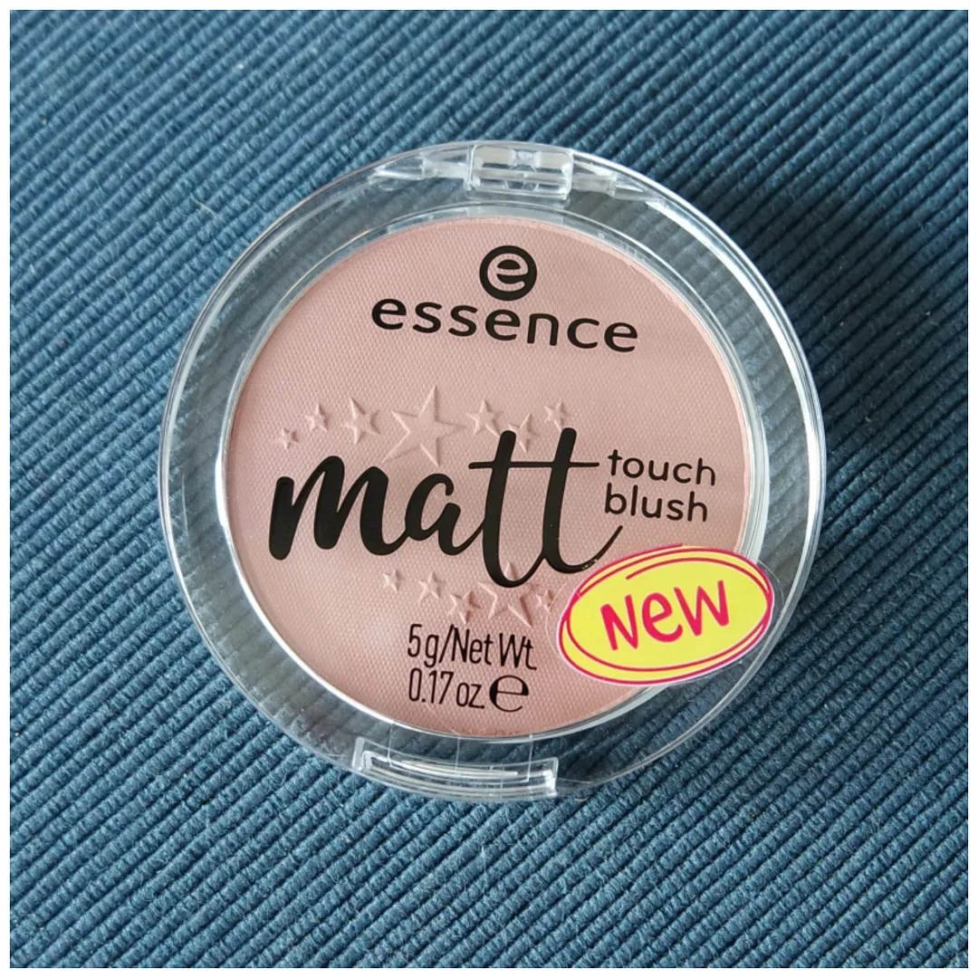 essence matt touch blush review swatch blossom me up