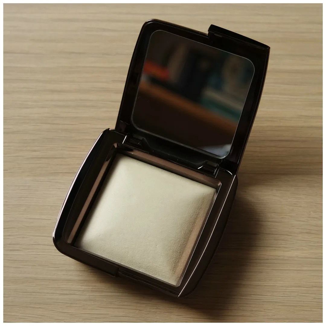 hourglass ambient lighting powder face powder diffused light review swatch