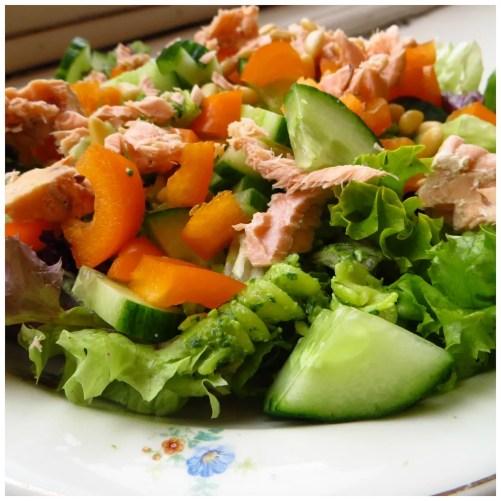 Pasta salad with salmon & pesto