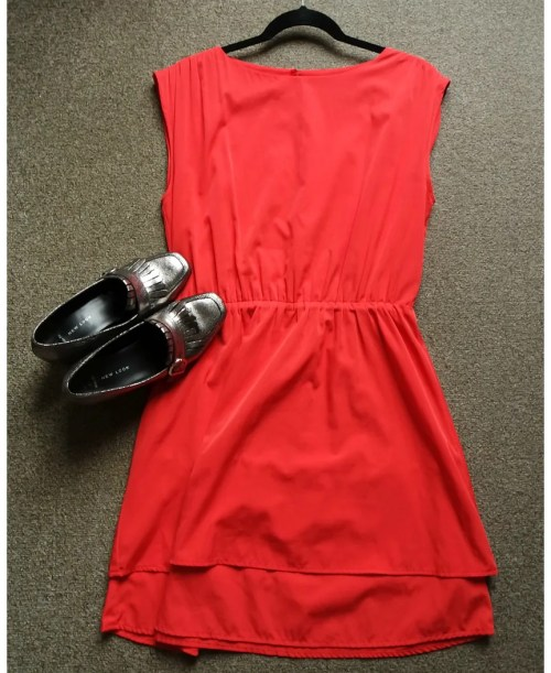 how I wear red dresses