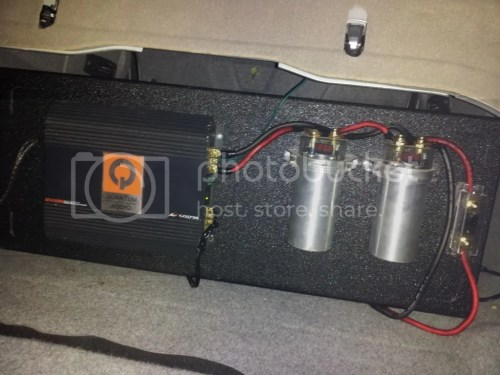 small resolution of 3500 watt quantum mono block class d amp with two power capacitors and 4 gauge wires