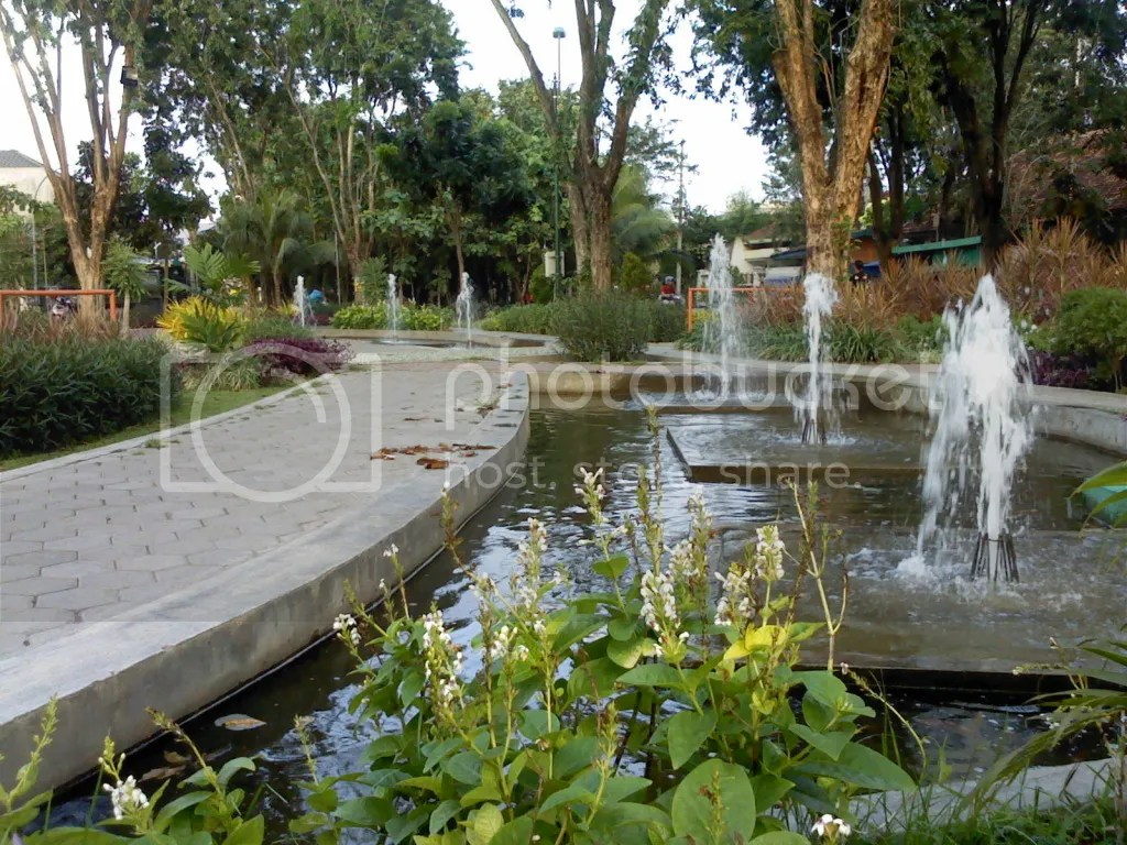 Taman Teratai, Bentuk Kolam Air Mancur Taman Teratai memanjang