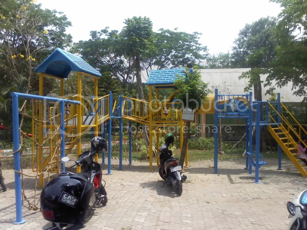 Taman Wonorejo Rungkut, Salah satu wahana permainan di area playground taman wonoejo