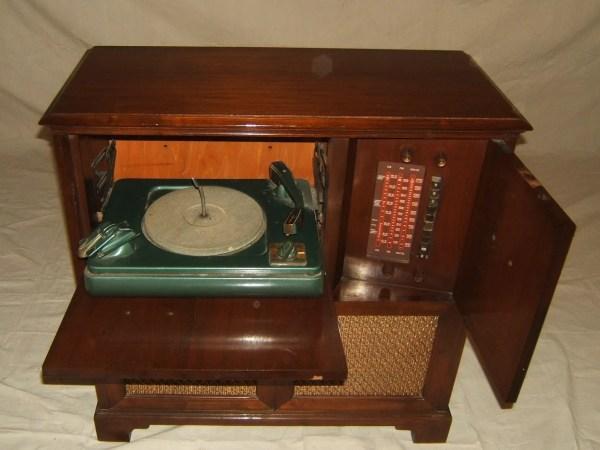 Philco 46-1213 Vintage Radio & Turntable Midtone Stain