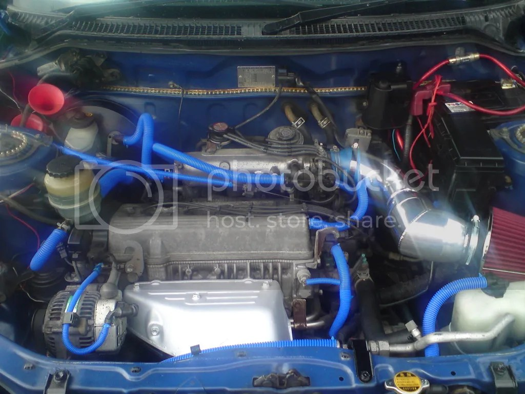 hight resolution of my battery is on the right as you look in the engine bay air con fuse toyota rav4