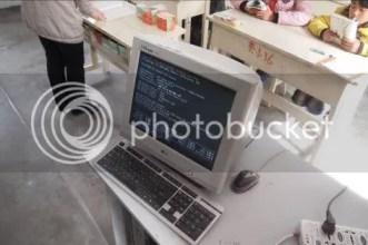 学校里唯一的一台电脑,还无法正常工作