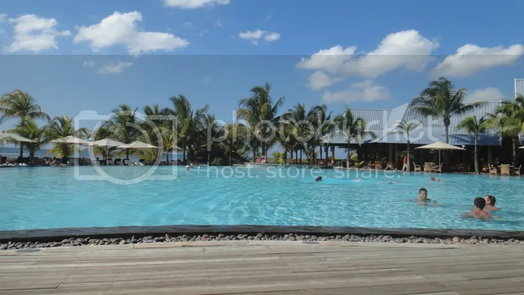 hotel le victoria pool in tropical island mauritius