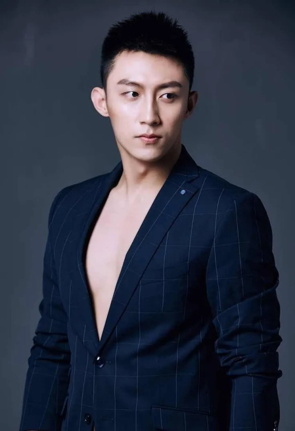 New Hunks Elvis Han Johnny Huang And Xu Wei Zhou Lead