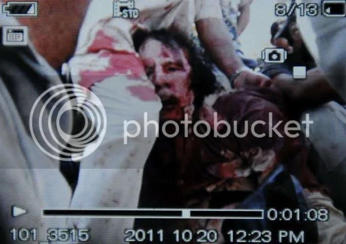 Khadafi terus-menerus dipukuli sembari diarak
