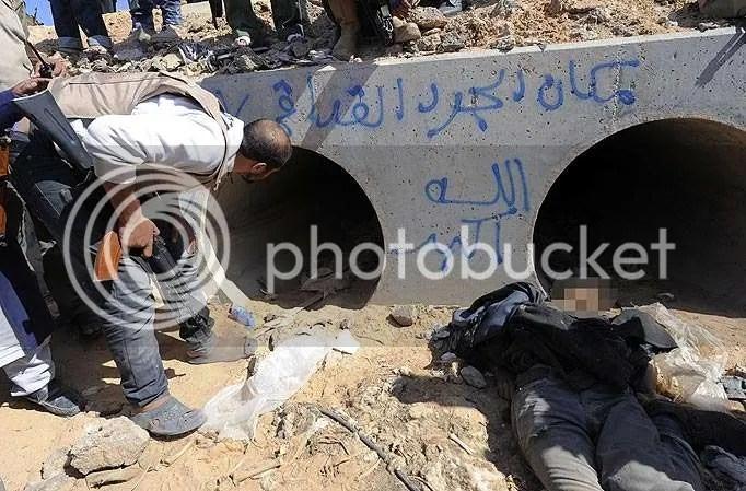 Pipa drainase tempat persembunyian Khadafi