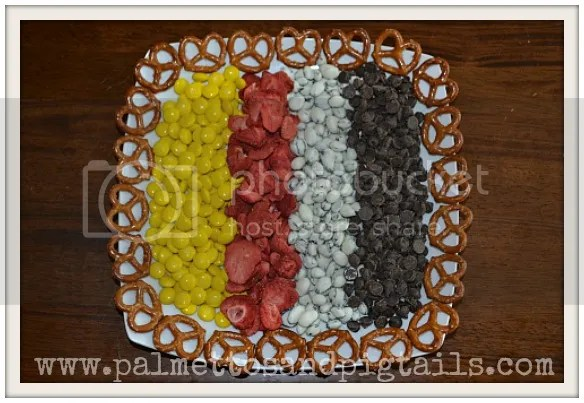 Meeska Mouska Mix....the perfect snack for Disney World!  from Palmettos and Pigtails