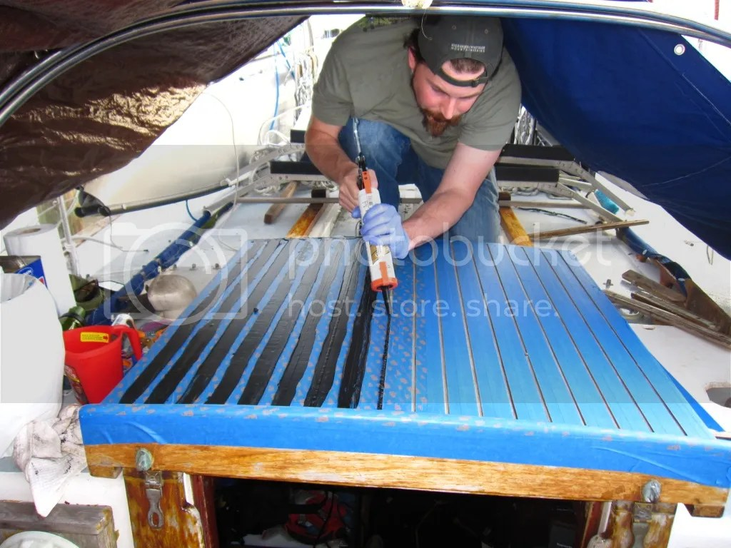 Caulking the companionway hatch seams