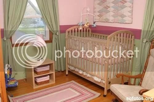 Quarto de bebe verde e rosa