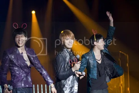 [NEWS] JYJ in Vietnam: Jaejoong to be 1-Day Coach, Junsu Honored to be with Park Jisung, Live Broadcast Tonight