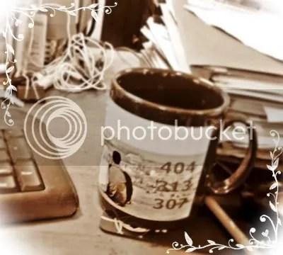 satu dari sepasang mug