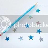 Decorar lápices con adornos para uñas