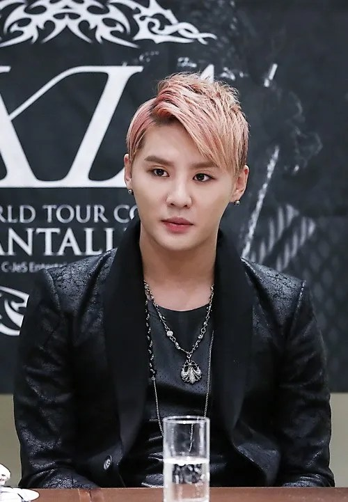 https://i0.wp.com/i1147.photobucket.com/albums/o550/JYJThree/2012/December/jyj-junsu.jpg