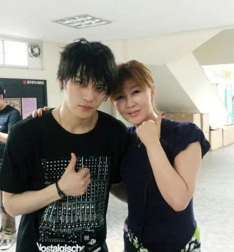 photo 111203-jaejoong-and-his-sister-kim-suk-jin.jpg