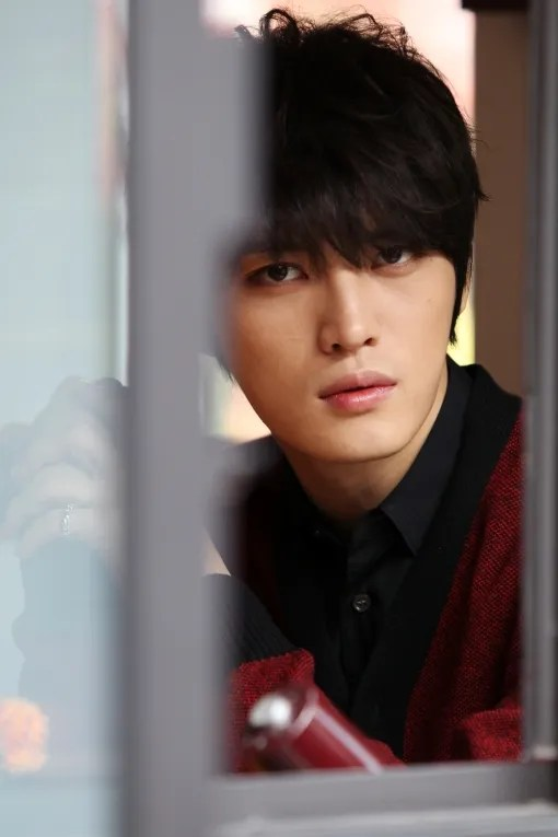 http://s1147.photobucket.com/albums/o550/JYJThree/2012/November/KJJ%20Korean%20Interviews/Donga/?action=view&current=514933012.jpg