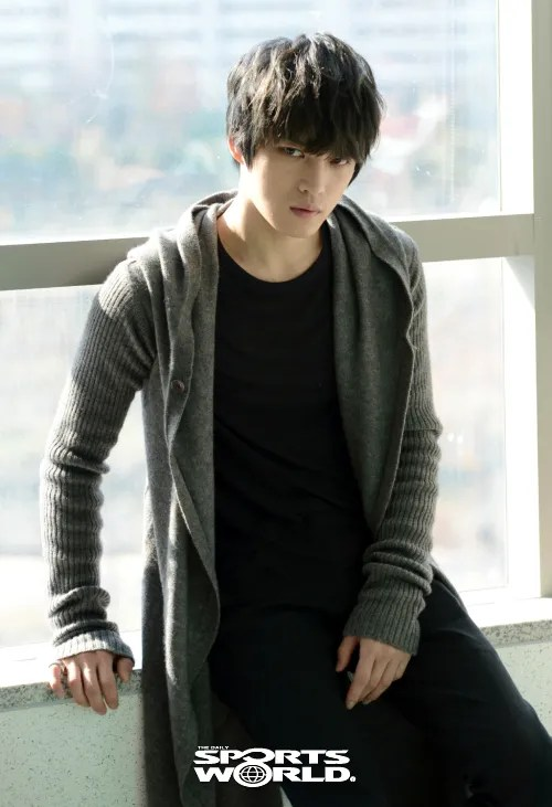 http://s1147.photobucket.com/albums/o550/JYJThree/2012/November/KJJ%20Korean%20Interviews/sports%20world/?action=view&current=20121210021929_1.jpg