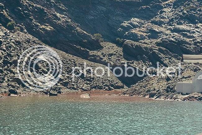 Aguas termales volcánicas en Santorini, Grecia