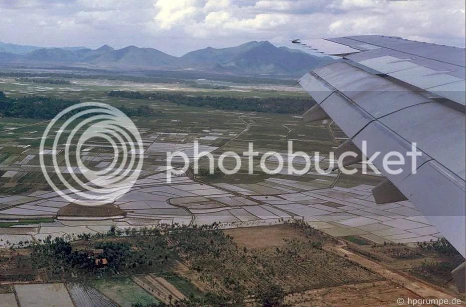 Hà Nội: Aerial xem - những cánh đồng lúa ngay trước khi hạ cánh